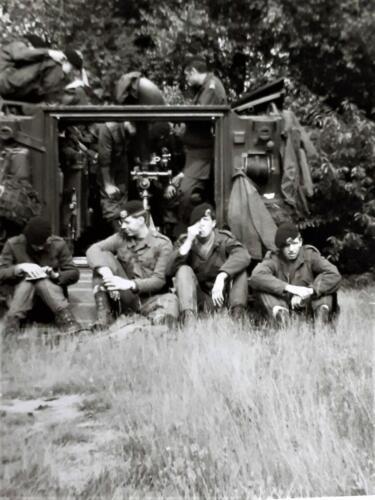 1970 A Esk 69 3 103 Verkbat Luneburger Heide examen Huz 1e klas. mortier instelling. re staand wmr Ahrends. Inz. Ad vd Berg