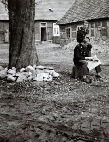 1970 A Esk 69 3 103 Verkbat Oefening Luneburger heide met Tlnt Karssing en Kornet nb. Inz. Ad van den Berg