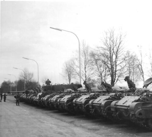 1970 Seedorf - M113 C en R op parkeerplaats to A103 CV gebouw