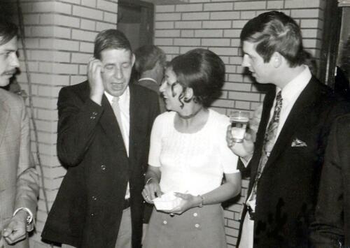 1971-07-17 B-Esk 103 Verkbat; Afscheidsborrel bij Elnt Meeder; Wmrs I Geert Snellen, Gerard v Brussel en Hans Kuijpers
