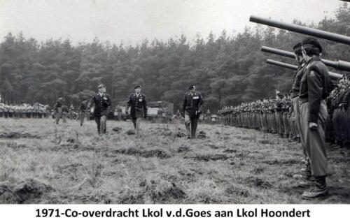 1971-11-01 103 Verkbat; Co overdracht t.o. Seedorf van LKol vd Goes aan Hoondert. Fotoboek Ritm R Meeder