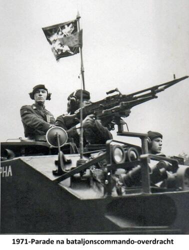 1971-11-01 103 Verkbat; Parade cooverdracht vd Goes aan Hoondert. Fotoboek Ritm R Meeder