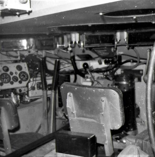 1971 A-esk 103 Verkbat; Zicht op de bestuurdersplaats M113 C & R. Inz. Bill Nijhuis