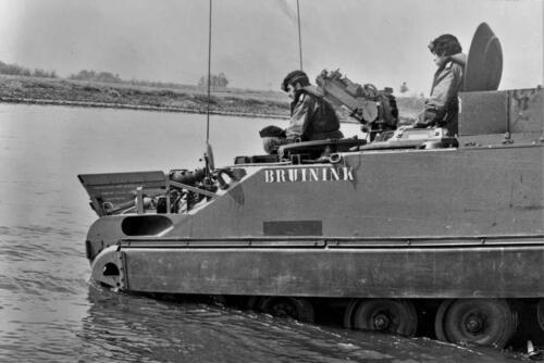 1972 1973 B Esk 103 Verkbat Amfibische overgang Inz. PC 2e Pel Hans van den Hoven 2