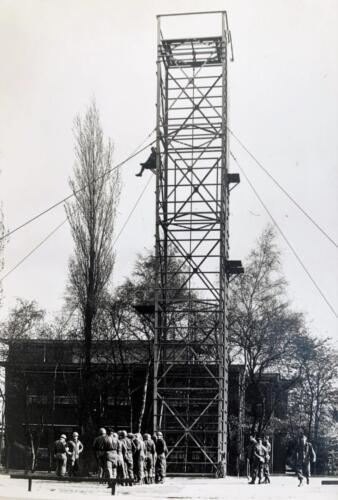 1972 1973 B Esk 103 Verkbat De gevreesde klimtoren oef Pantserstorm Inz. Hans van den Hoven.