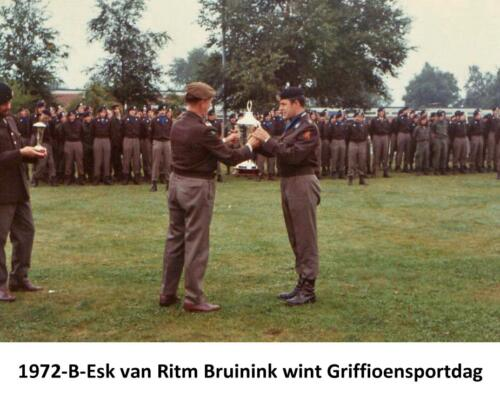 1972 B Esk 103 Verkbat Griffioensportdag C B Esk Ritm Bruinink neemt de beker in ontvangst