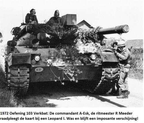 1972 A-Esk 103 Verbat; Oefening Ritm Meeder orienteert zich op de kaart. Was en blijft imposant zo'n Leop!