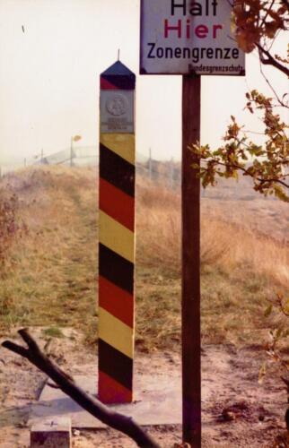 1973 A Esk 103 Verkbat Bezoek aan de DDR grens IDG Vopos bekijken of keken zij... Inz Koos Oosterhoff 1 1