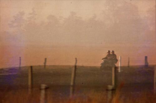 1973 A Esk 103 Verkbat Bezoek aan de DDR grens IDG Vopos bekijken of keken zij... Inz Koos Oosterhoff 4