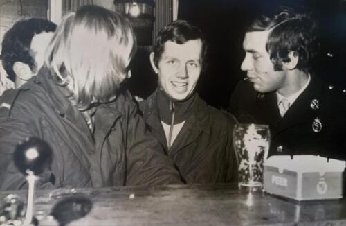 1973 B Esk 103 Verkbat Aan de Esk bar Inz. Pc 2e Pel knt Hans van den Hove met bat arts Weggeman .