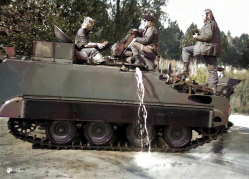 1973 B Esk 103 Verkbat Amfibische oefening de Maas bij Hedel met M113 CV. Inz Ad Hester 3