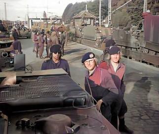 1973 B esk 103 Verkbat Treinladen Godenstedt met stoomtrein richting oefengebied. Inz. Ad Hester 4