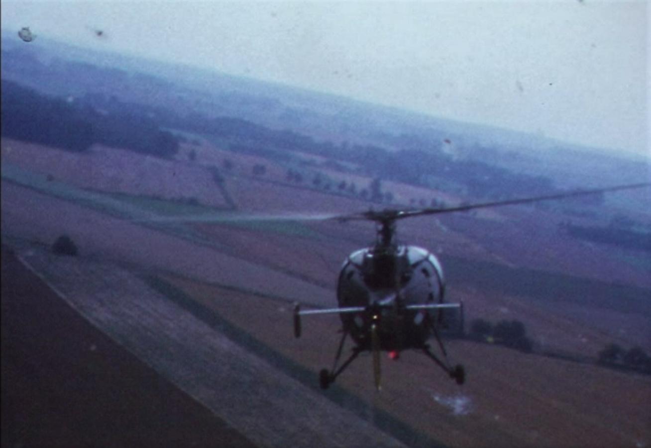 1974 08 23 tm 27 103 Verkbat Oef Wildbaan. 21a Opmars gezien vanuit de heli Inz. Ritm Lukas Maas