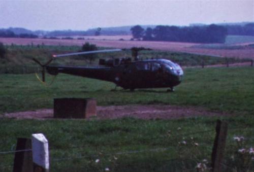 1974 08 23 tm 27 103 Verkbat Oef Wildbaan. 23 Opmars gezien vanuit de heli Inz. Ritm Lukas Maas