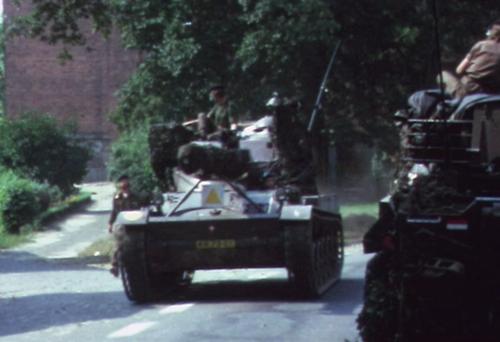 1974 08 23 tm 27 103 Verkbat Oef Wildbaan. 39 Vijandelijke AMXn van 41 ZVE Inz. Lukas Maas