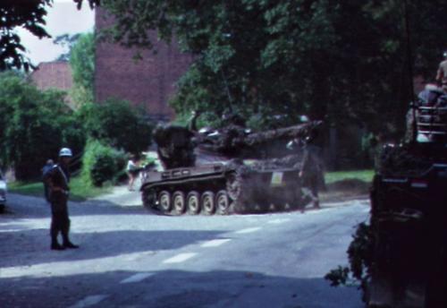 1974 08 23 tm 27 103 Verkbat Oef Wildbaan. 40 Vijandelijke AMXn van 41 ZVE Inz. Lukas Maas