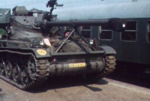 1974 08 23 tm 27 103 Verkbat Oef Wildbaan. 6 Aankomst AMX 41 ZVE. Inz. Ritm Lukas Maas