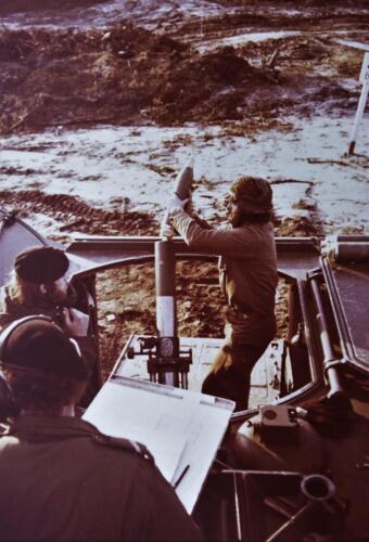 1974 09 A Esk 103 Verkbat Schietserie M106 Mortier 4.2 Inz. Harry de Groot