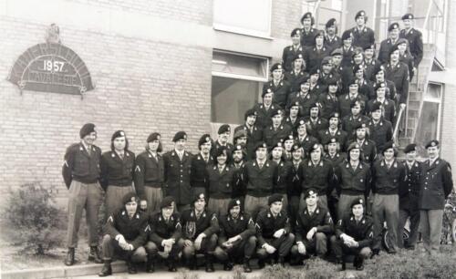 1974 Bernhardkazerne Kaderschool Einde opleiding o.a. A esk 103 Verkbat. Inz. Wmr Harry de Groot