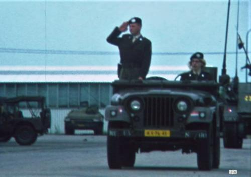 1975 06 103 Verkbat 11 Co overdracht Lkol Cavadino Valstar lenige Maj Anthonijsz Inz. Lukas Maas