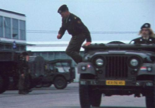 1975 06 103 Verkbat 12 Co overdracht Lkol Cavadino Valstar lenige Maj Anthonijsz Inz. Lukas Maas
