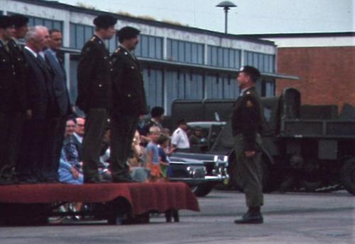 1975 06 103 Verkbat 13 Co overdracht Lkol Cavadino Valstar lenige Maj Anthonijsz Inz. Lukas Maas