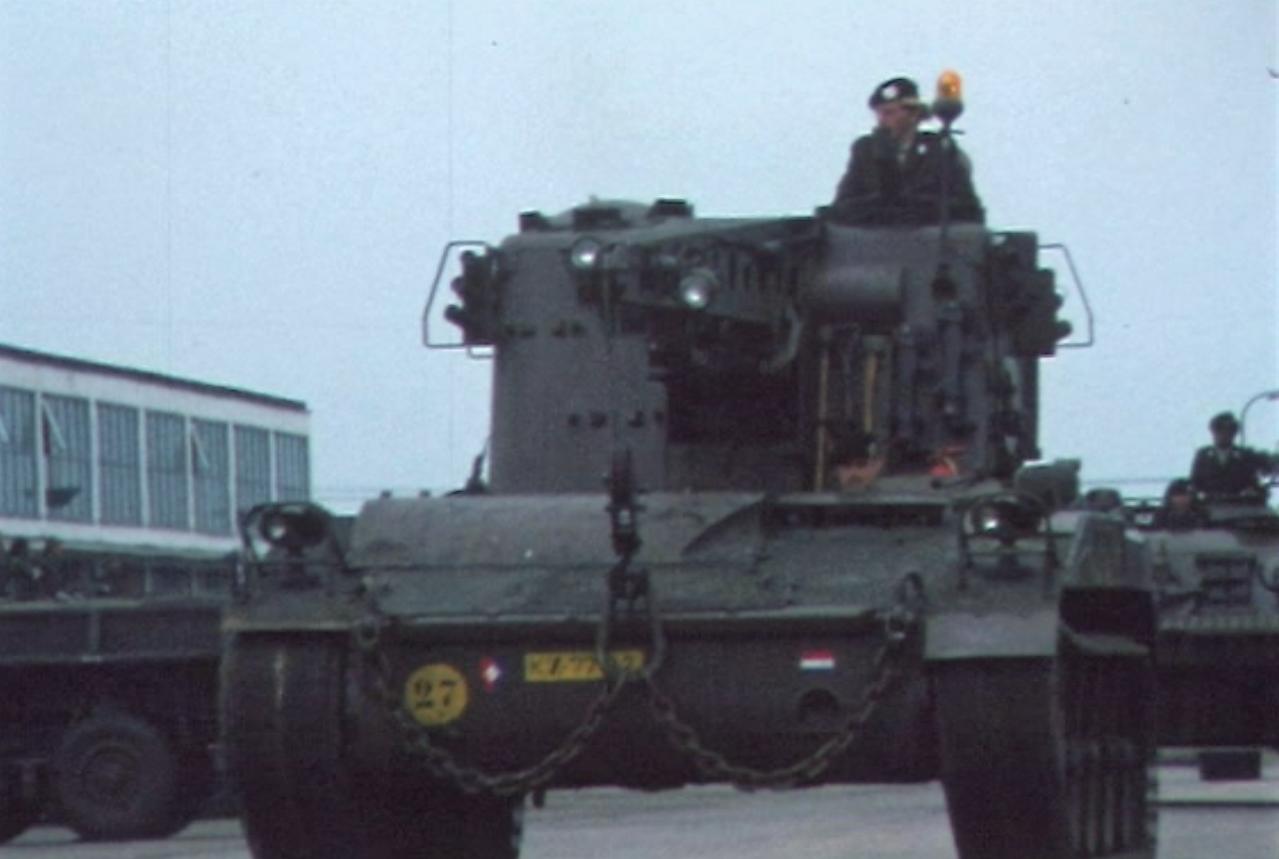 1975 06 103 Verkbat 15 Co overdracht Lkol Cavadino Valstar Parade Inz. Ritm Lukas Maas