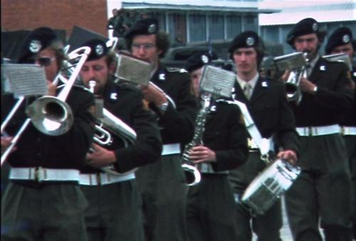 1975 06 103 Verkbat 21 Co overdracht Lkol Cavadino Valstar Trompetterkorps Inz. Lukas Maas