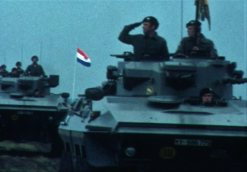 1975 06 103 Verkbat 30 Co overdracht Lkol Cavadino Valstar Veldparade ook 3e Auf Inz. Lukas Maas