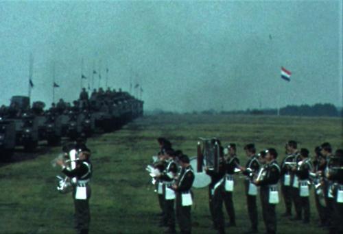 1975 06 103 Verkbat 32 Co overdracht Lkol Cavadino Valstar Veldparade ook 3e Auf Inz. Lukas Maas