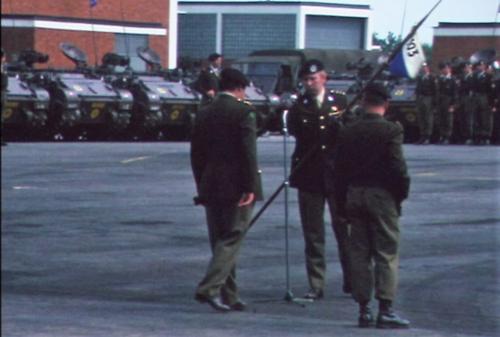 1975 06 103 Verkbat 7 Co overdracht Opkomst Lkol Cavadino en Valstar Inz. Ritm Lukas Maas