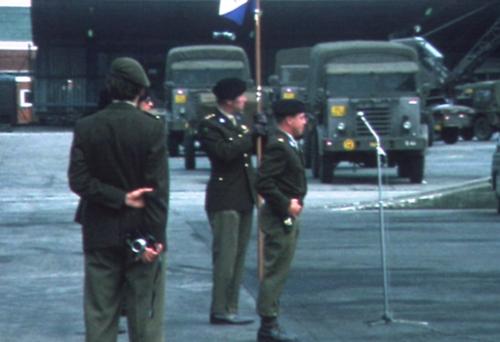 1975 06 103 Verkbat 8 Co overdracht Opkomst Lkol Cavadino en Valstar Inz. Ritm Lukas Maas