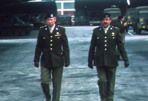 1975 06 103 Verkbat 9 Co overdracht Opkomst Lkol Cavadino en Valstar Inz. Ritm Lukas Maas