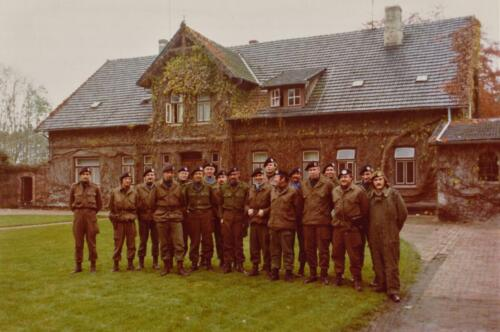 1975 10 103 Verkbat Oef Pantsersprong Groepsfoto Staf 103. Inz. Lukas Maas.