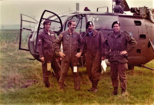 1975 10 103 Verkbat Oef Pantsersprong Heli 2x Piloot S3 Maj Cees Kuypers en Ritm Henk Nix Inz. Lukas Maas
