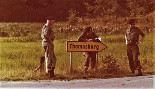 1975 10 103 Verkbat Oef Pantsersprong Maj De Ruiter Lkol Cavadino Ritm de Klippelaar Inz. Res. Ritm Lukas Maas