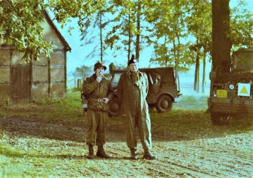 1975 10 103 Verkbat Oef Pantsersprong Oefenvijand met de inz. Reserve Ritmeester Lukas Maas