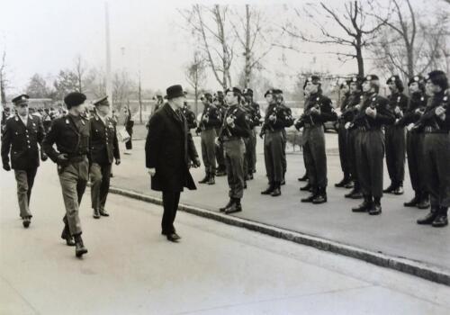 1975 Seedorf Erewacht 103 Verkbat ter ere van bezoek minister Luns