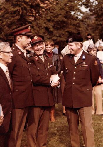 1976 09 103 Verkbat 15 jaar 103 Gen Roos Lgen Gisberts BC 103 Lkol Valstar. Inz. Res. Ritm Lukas Maas