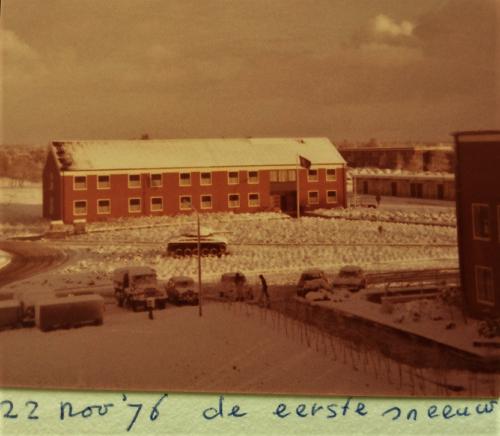 1976 A Esk 103 Verkbat Stafgebouw in het wit Inz. Arnhoud de Beaufort