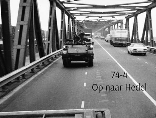 1974-1975 B-Esk li 74-4 103 Verkbat; Amfibische oef in Hedel Inz Frans Homminga  (1)