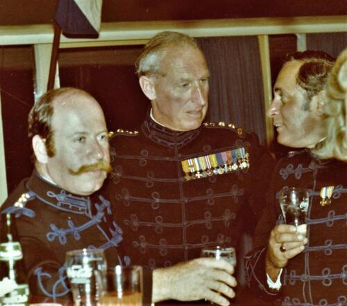 1977 08 12 103 Verkbat Co overdracht Valstar Maj Agasi Lkols vd Goes en Penasse Vierdag Inz. Res. Ritm Lukas Maas