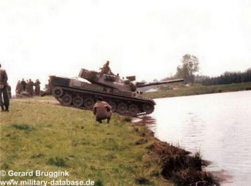 1977 - 1978 A-Esk 103 Verkbat Doorwading Leop I Foto's Huz Bruggink (1)
