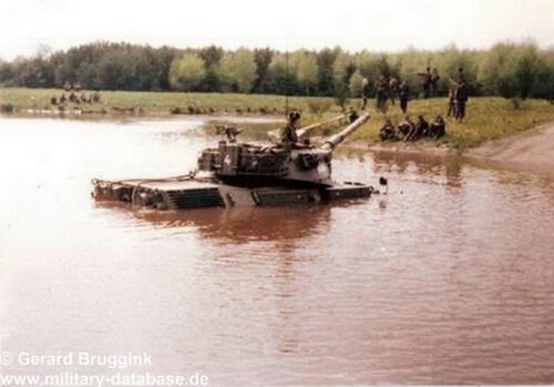 1977 - 1978 A-Esk 103 Verkbat Doorwading Leop I Foto's Huz Bruggink (5)