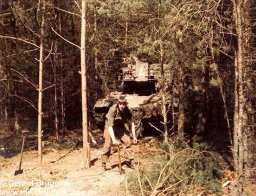 1977 - 1978 A-Esk 103 Verkbat 'Even een boompje terug planten'.