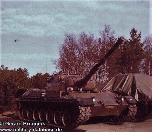 1977 - 1978 A-Esk 103 Verkbat Lijkt op een met kerosine gepoetste tank.