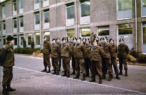 1977 A Esk 103 Verbat Li 77 5 Wachtmeesters in opleiding Bernhardkazerne. Inz. Henk Smeenge 2