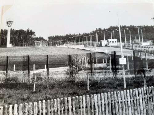 1977 A-Esk 103 Verkbat; Oef 'Entre nous', bezoek aan de voormalig grens West en Oost Duitsland. (Inz. Tom Zoomers)  (2)
