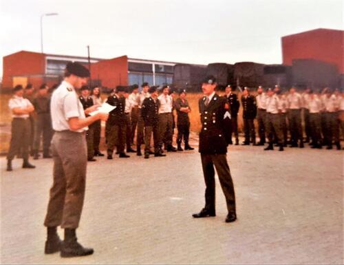 1978 1985 A Esk 103 Verbat Kpl I Siepman krijgt in 1983 het rode erekoord van de ritm Ad lancee