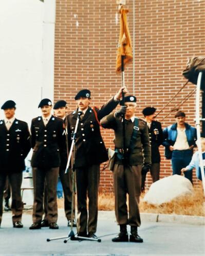 1978 1985 A Esk 103 Verbat Kpl I Siepman legt de belofte af. Standaarddrager Aooi Jan Broere